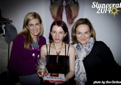 Noira se studentkami na oslavě slunovratu 2014